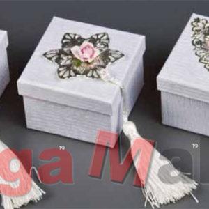 Μπομπονιέρα Γάμου Κουτί με μεταλλική αγκράφα 7*7*5cm