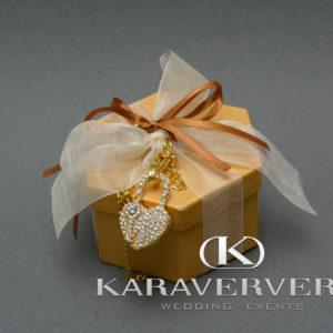 Έτοιμη Μπομπονιέρα Γάμου με πολύγωνο κουτί & κόσμημα- κολιέ