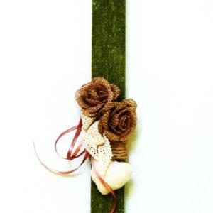 Πασχαλινή Χειροποίητη Λαμπάδα Λαδί με Τριαντάφυλλα από λινάτσα